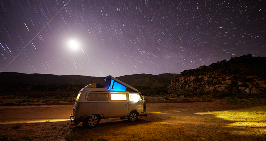 1_Family travels America VW bus