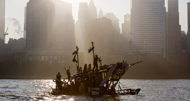 1_Dumpster Diving Artists floating sculptures