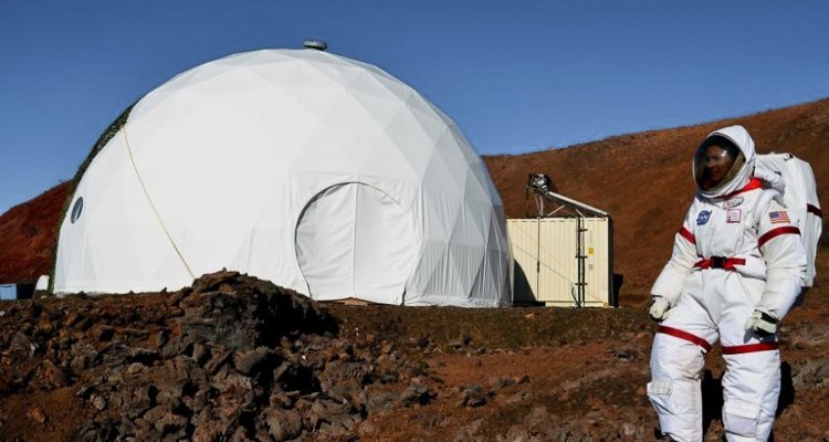 0_NASA recruits living in a dome Mars