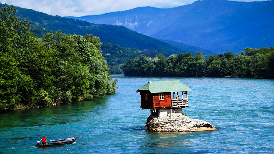 1_river house