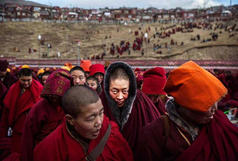 1_Tibetan-Buddhists-Treeless-valley