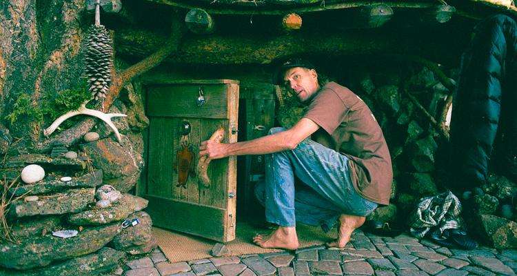 1_guy living underground hobbit hole