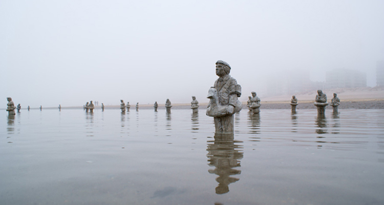 1_miniature sculptures climate change